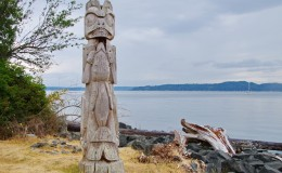 Blake-Island-Washington-totem tillicum village